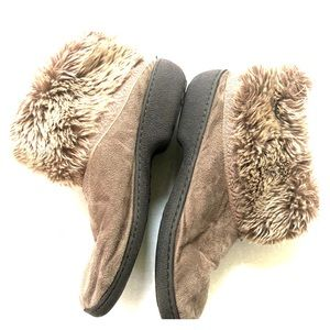 Isotoner faux fur slippers 7.5/8